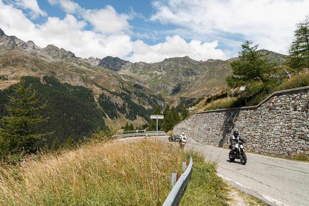 spluegenpass_motorradfahrer-1
