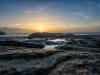 sonnenuntergang-strand-steine-warm