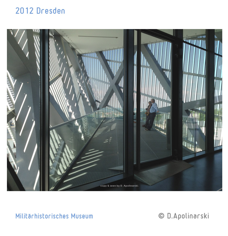 Dresden_Militaerhistorisches_Museum_podest_tuer